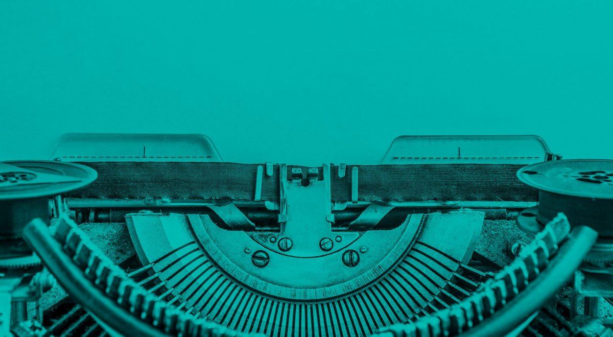 Närbild på skrivmaskin