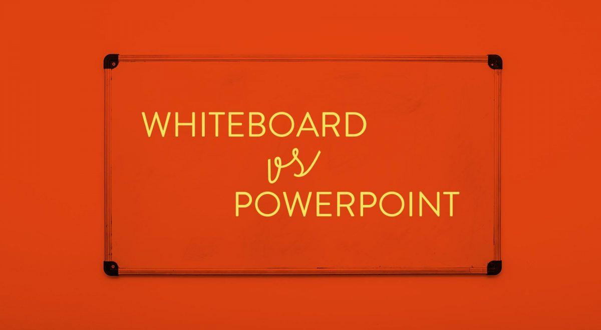 """Bild på en whiteboard-tavla med texten """"Whiteboard versus Powerpoint"""" skriven på"""